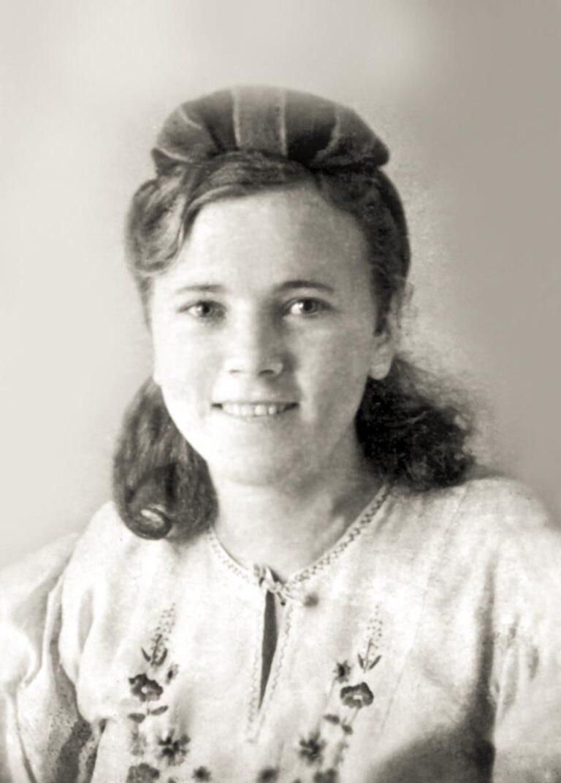 Бреева Нина Трофимовна, будущая мама Евгения Мартынова. Снимок 1935 года.