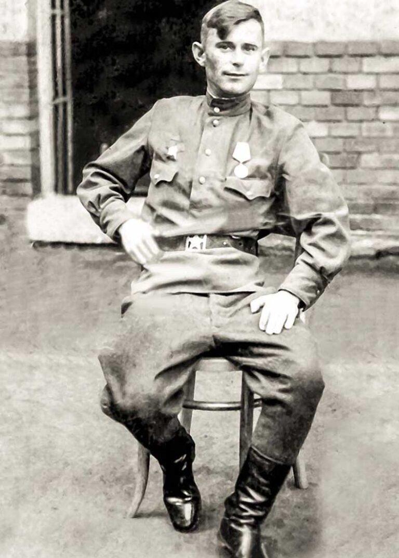 Мартынов Григорий Иванович, будущий отец Евгения Мартынова. Снимок 1945 года.
