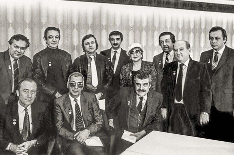 УЧАСТНИКИ ФЕСТИВАЛЯ «КОМПОЗИТОРЫ РОССИИ – ТРУДЯЩИМСЯ ГОРОДА –ГЕРОЯ ТУЛЫ». АПРЕЛЬ 1985 ГОДА. СТОЯТ