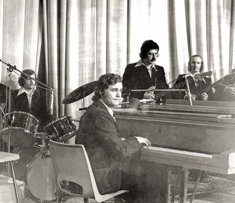 В составе «группы поддержки» советских спортсменов на Монреальской Олимпиаде-76.
