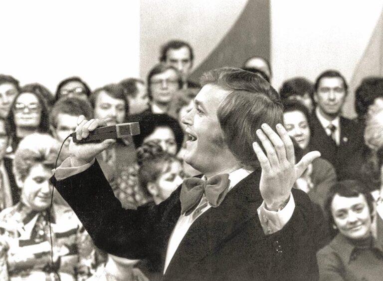 И мелодии его были «полётными», и сам он словно парил над восхищённой публикой. 1977 год.