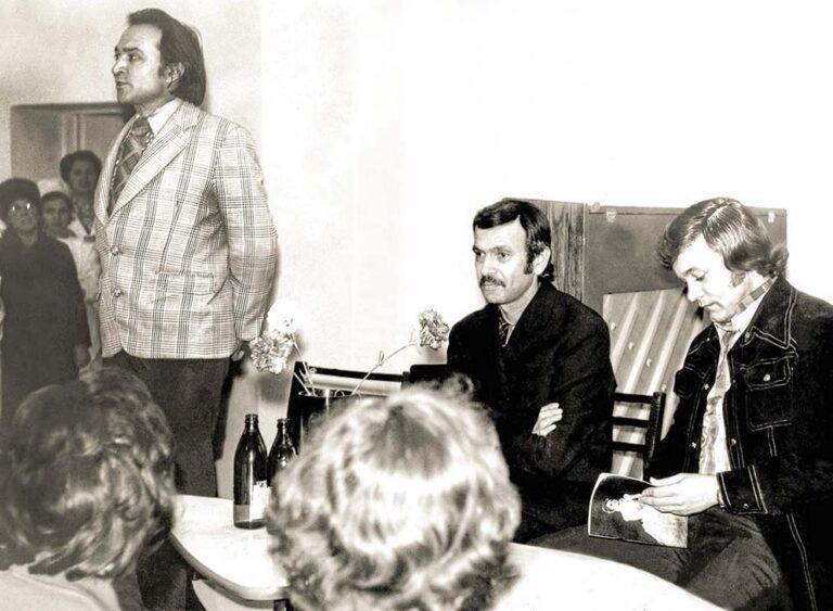 На творческой встрече в киевской клинике для учёных. Справа налево: Е.Мартынов, украинские поэты-песенники А.Вратарёв и В.Кудрявцев.