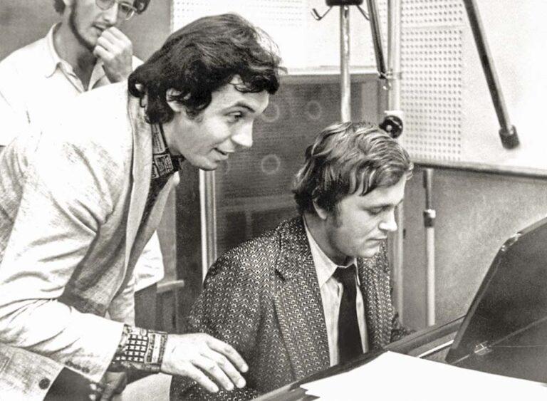 В студии звукозаписи, со звездой чехословацкой эстрады Карлом Готтом. (1976 г.)