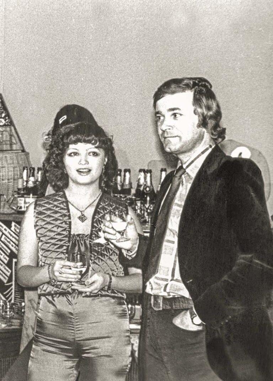 Супруги Мартыновы в баре ЦДРИ (Центрального Дома работников искусств).